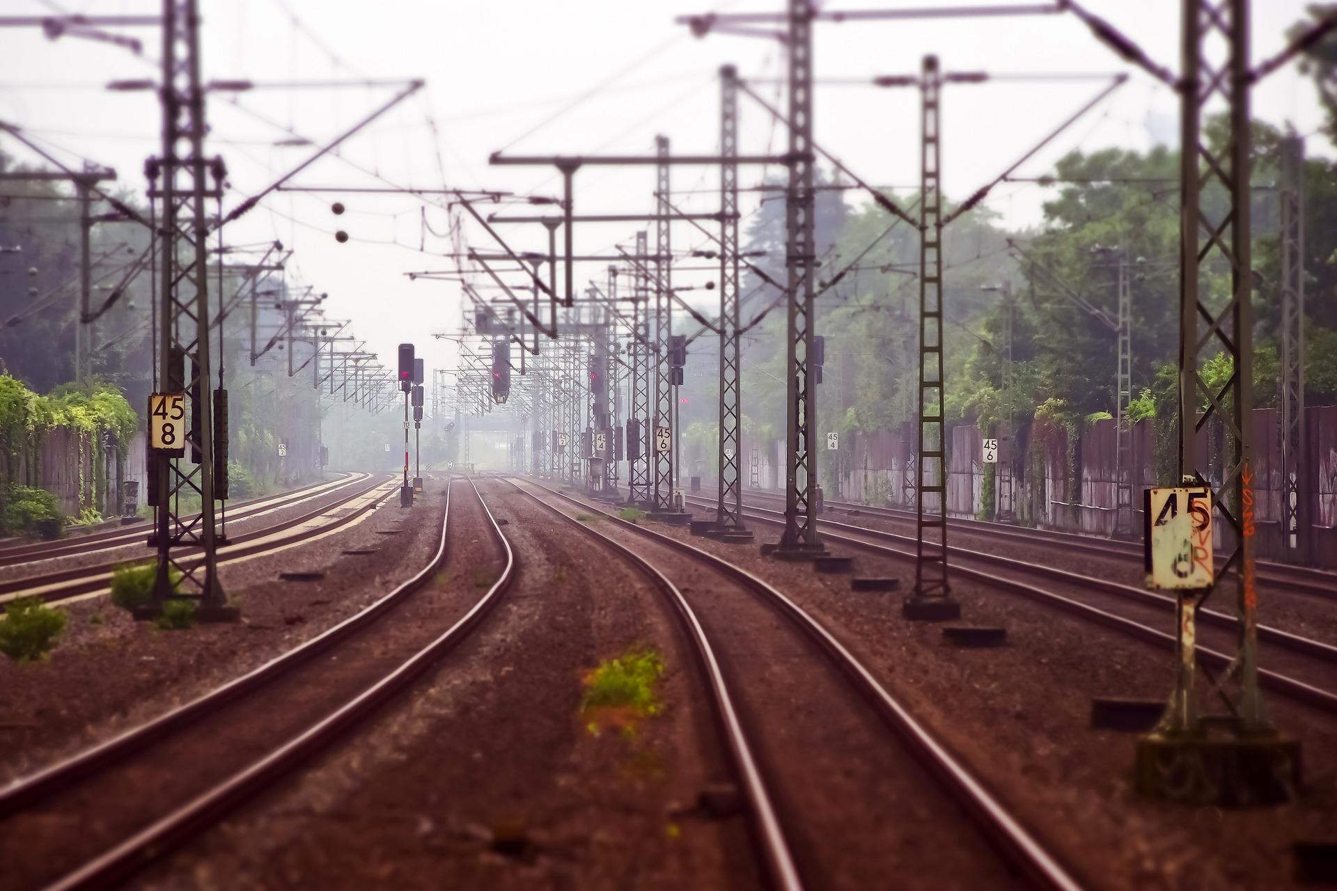 railway-tracks-3455169_1920